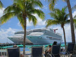2 krydstogtskibe i Caribien